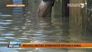Korban Banjir Jatinegara Masih Bertahan di Rumah