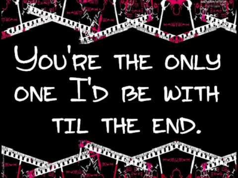 Avril Lavigne - Fall To Pieces (Lyrics)