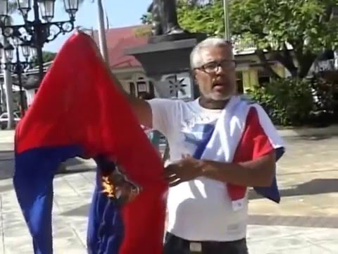 Dominican burns the Haitian flag. Dominicans vs Haitians