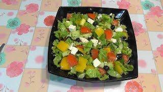 Греческий салат с брынзой.