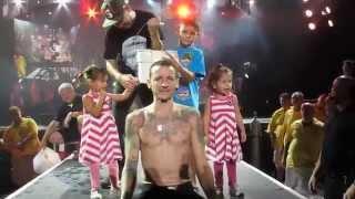 Chester Bennington of Linkin Park Does the ALS Ice Bucket Challenge
