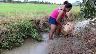 Amazing beautiful girl Throwing water fishing - How to Fishing at Battambang ( part 184)