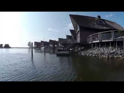 Bootsfahrt durchs Beach Resort