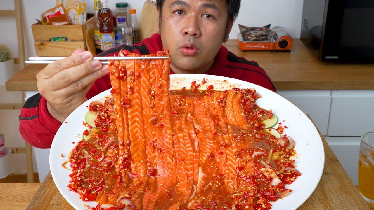 ยำแซลมอนเส้นสด น้ำปลาร้าแซ่บ : ทำกินชิลๆ
