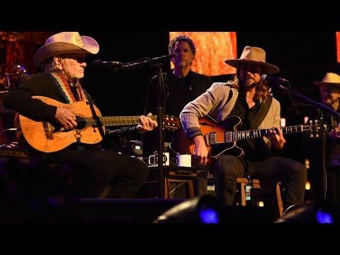 Lukas Nelson & Willie Nelson - Texas Flood (Live at Farm Aid 2021)
