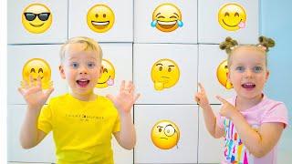 Alex y Gaby juegan con sorpresas gigantes para niños