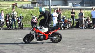 Zlot skuterów 28.04.2012 Rydułtowy pokaz stuntu
