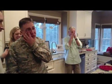 Airman Surprises family for Christmas