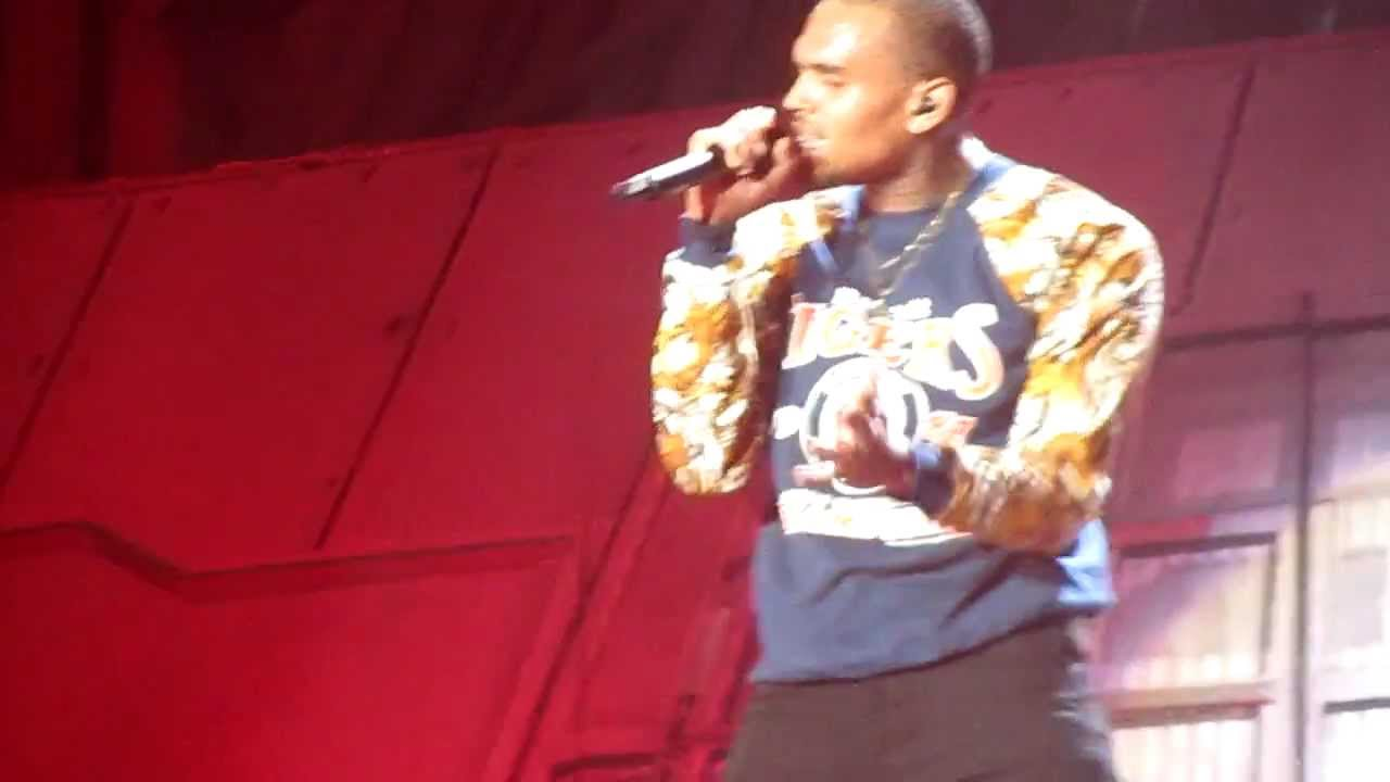 Chris Brown Birthday Cake Live