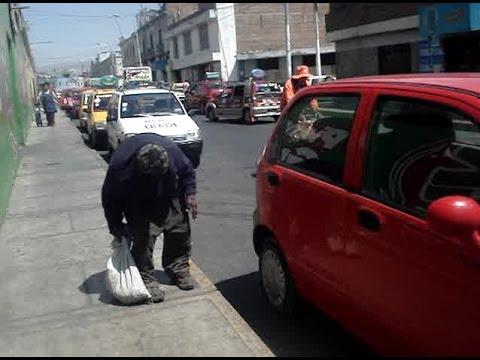 HBA NOTICIAS: En Arequipa mendigo se compra auto Cherry QQ 0 KM con limosnas de la gente