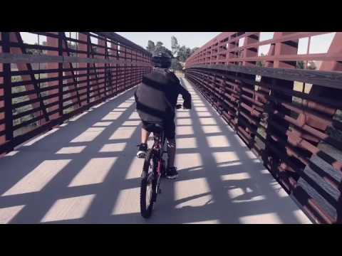Roanne riding her bike 🚴🏼💨