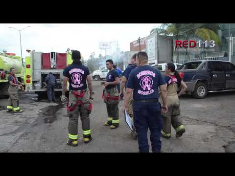 VIDEO Arde taller mecánico frente a Plaza Fame Los Manantiales