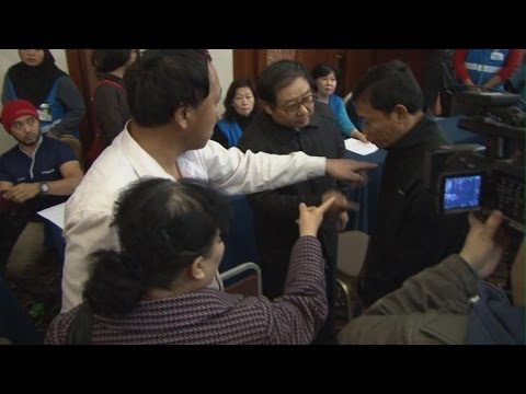 Chinese relatives furious over Malaysian plane search