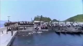 Жители Северной Кореи прыгают в воду, чтобы проводить Ким Чен Ына