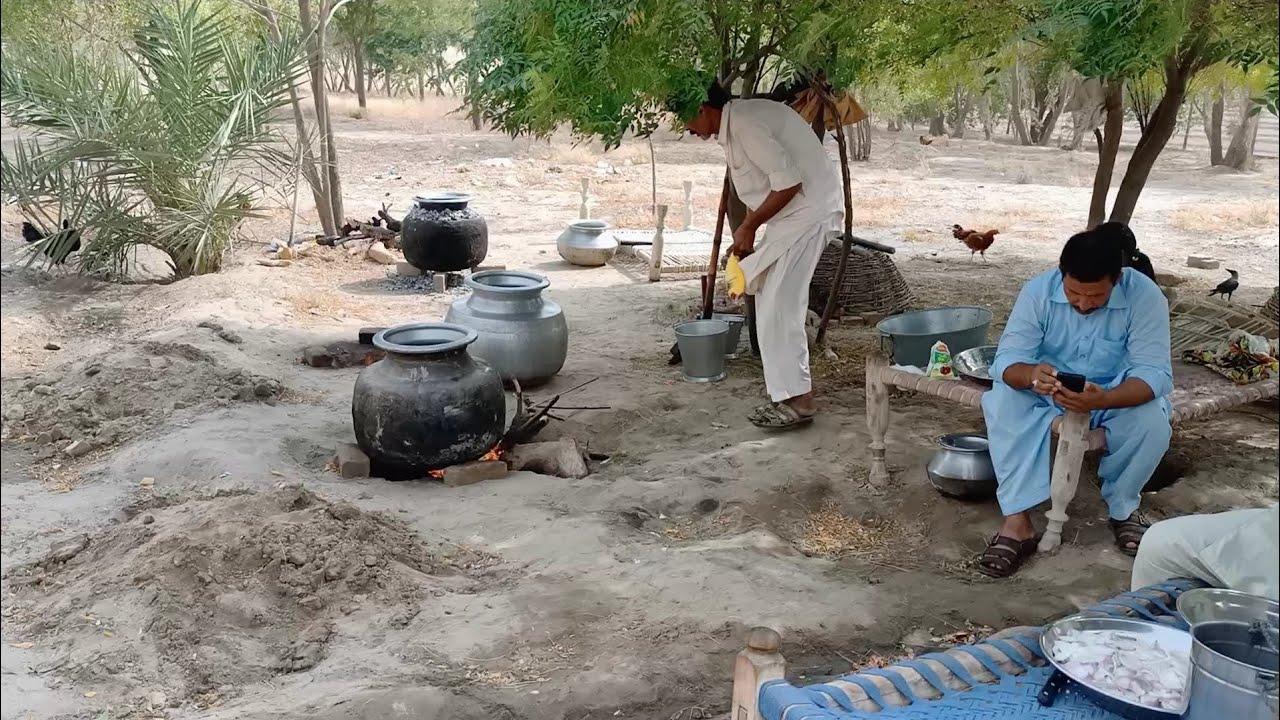 Pura Gaon Keliye Khana Banaya