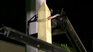 New Orleans begins to take down Confederate monuments