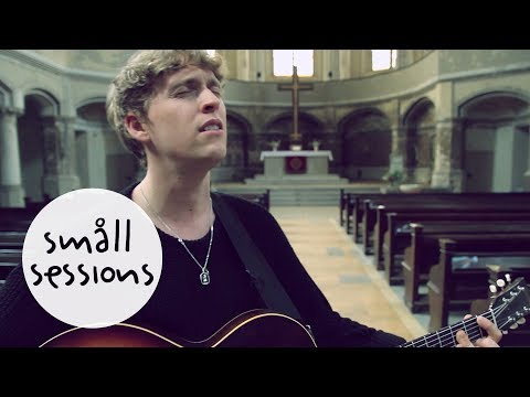 RHODES - Close Your Eyes (acoustic) | Småll Sessions
