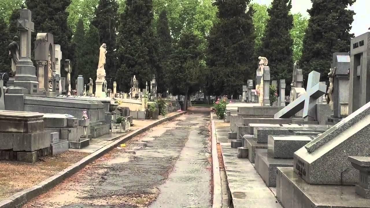 Cementerio de la Almudena - YouTube