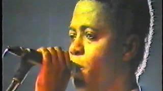 Concert de Zaiko langa langa lors de la tournée européene en 1987 avec Gina Efonge