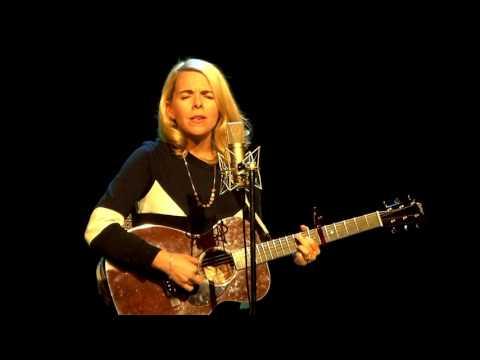 "Download lagu Aoife O'Donovan ""Porch Light"" 3/23/17 Shea Theater Arts Center Turners Falls, MA di ZingLagu.Com"