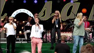 Sanna Nielsen sjunger