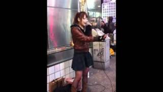 タイトル:お母さんの唄 ストリートライブを撮影したものなので一部聴き...