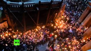 В Иерусалиме сошел Благодатный огонь(Десятки тысяч христиан со всего мира собрались в Великую субботу в иерусалимском храме Гроба Господня,..., 2015-04-11T15:52:10.000Z)