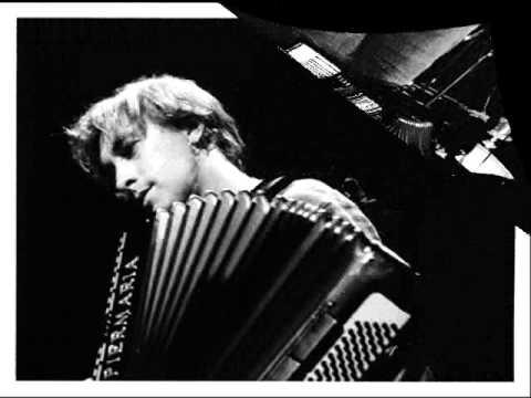 Yann Tiersen - La Valse D'Amelie (Orchestre & Accordion)