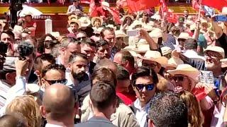 Pedro Sánchez y Fernández Vara llegan al mitin en la Plaza de Toros de Mérida