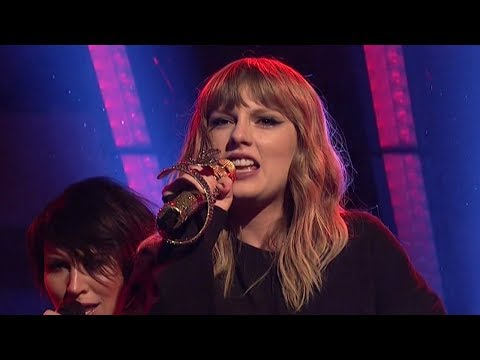 Taylor Swift SLAYS SNL Performances of...