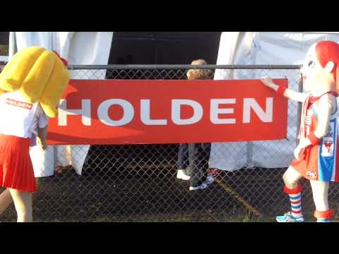 NSWSwiftsTV - Sporty Swift visits HOLDEN State Championships