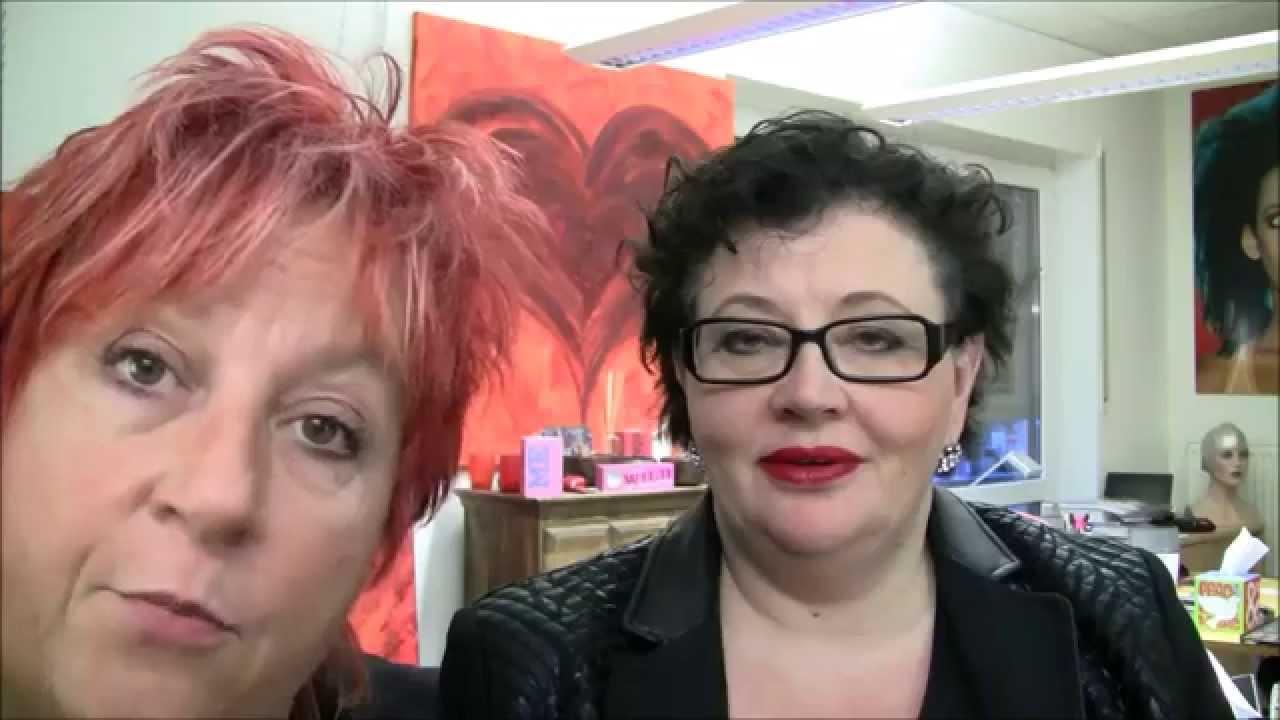 Lockige Haare Schneiden Und Ansatzt Verbergen Bei Claudia