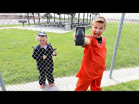 Box Fort Prison! 24 Hour HACKER Escape