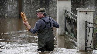レ・ミゼラブル。大豪雨によりセーヌ川が氾濫。ルーブル美術館では美術品を移動