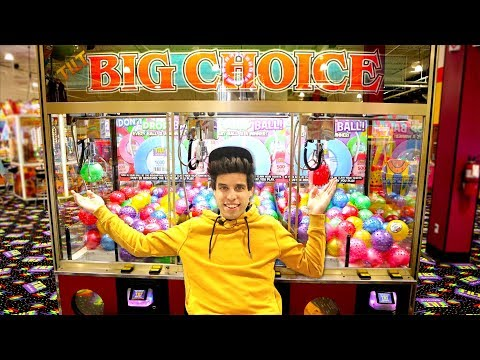 I Played EVERY Claw Machine At The Arcade!