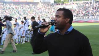 Alfonso Ribeiro sings the National Anthem