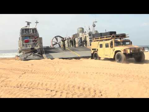 Marines conduct amphibious landing with AAV-7A1 and LCAC