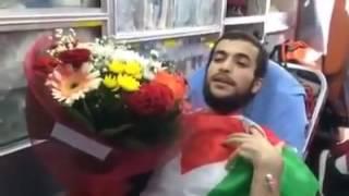 بالفيديو..كلمات حاسمة لأسير فلسطيني لحظة نقله إلى مستشفى برام الله