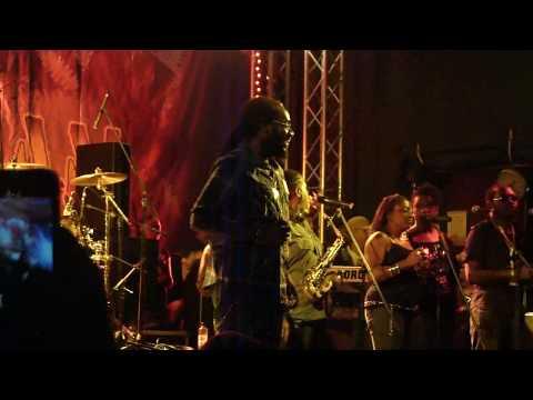 Tarrus Riley & Black Soil Band live - Reggae Jam 2010 - 1. Intro Lion Paw