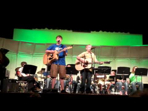 dynamite and pretty woman performed by Hank and Will at Jackson Creek Middle School