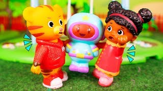 Daniel Tiger´s Toys 🐯 Daniel and Miss Elaina get angry 😮🌄