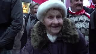 89-latka co roku przychodzi na Marsz Niepodległości i składa Polsce życzenia