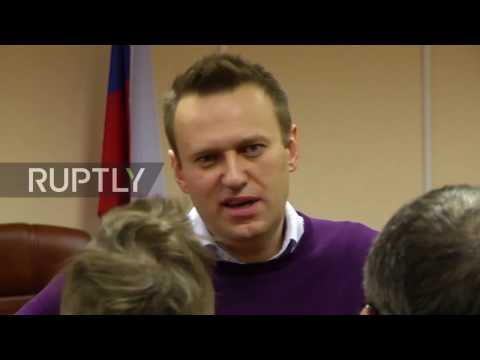 Russia: 'Alexei is a thief' - Navalny harassed by anti-Maidan activist outside court