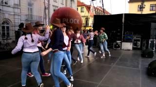 Taniec Country w wykonaniu dziewczyn z Gimnazjum nr 4 w Płocku