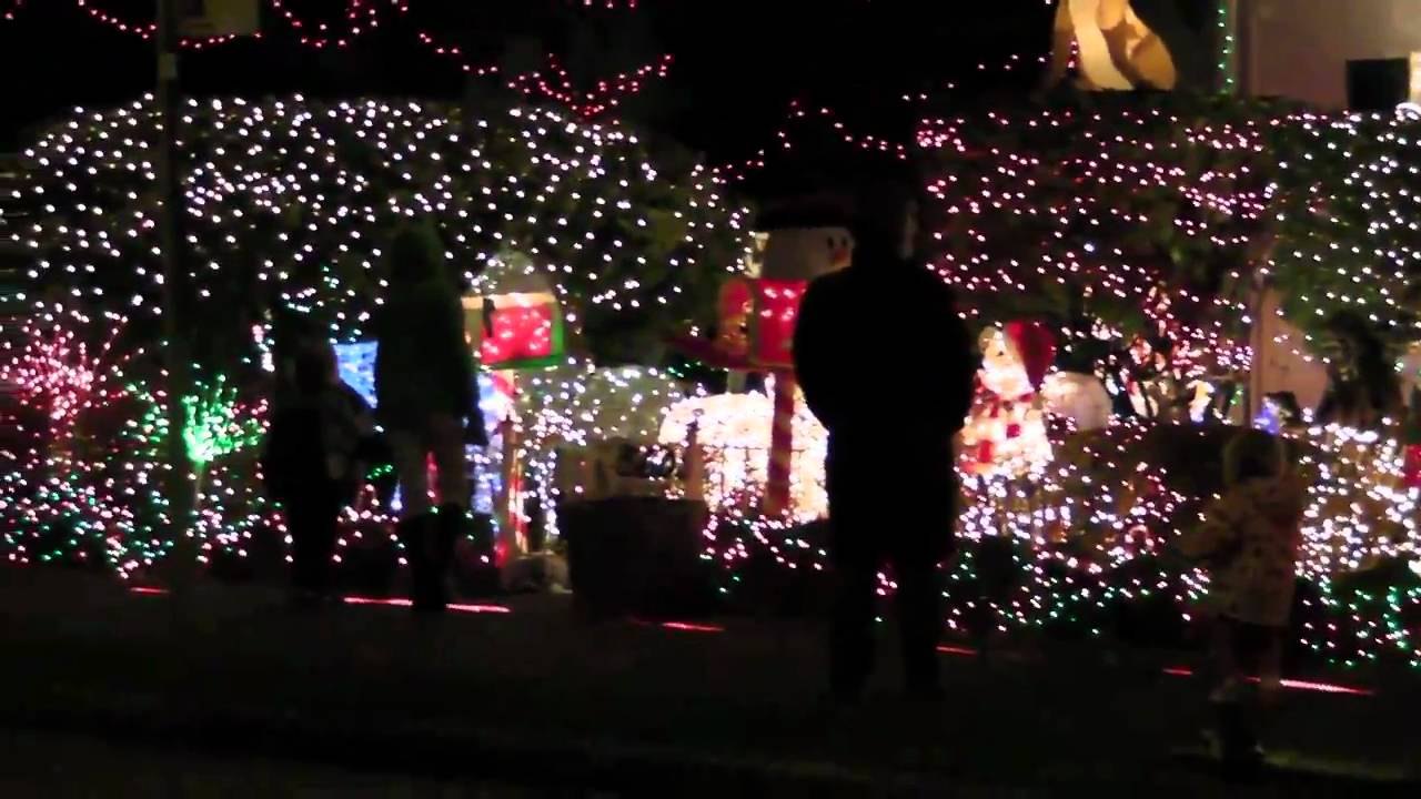 menashe family christmas lights in west seattle 2010