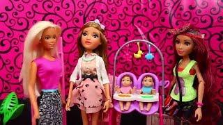 Baby Babysits Twins! ❤ Project MC2 Dolls + Disney Frozen Hans Funny Bath Doll Parody