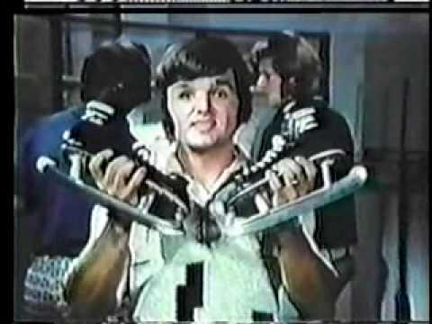 Marcel Dionne and Paul Henderson CCM Tacks Hockey Commercial - French