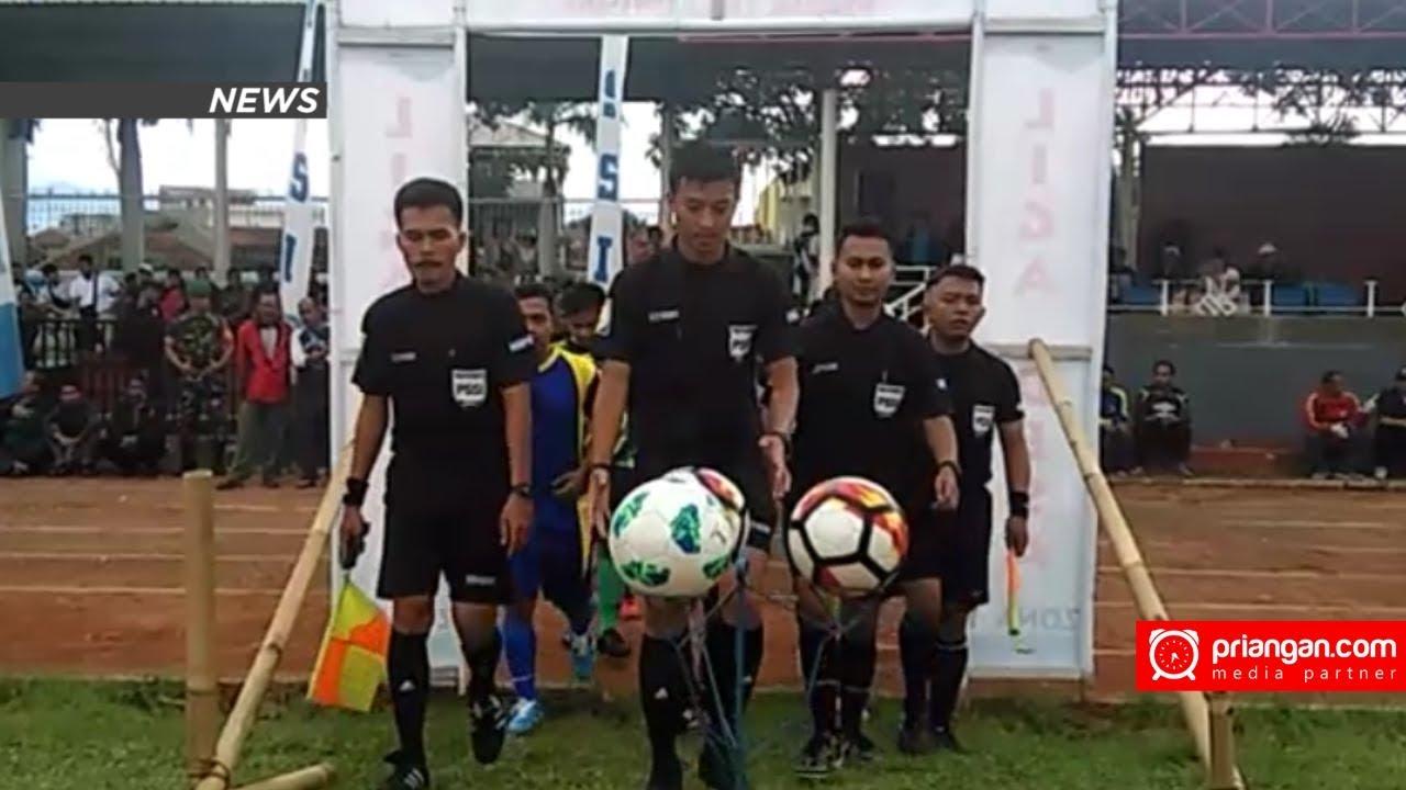 Desa Di Garut Ikuti Turnamen Sepakbola Yg Diselenggarakan
