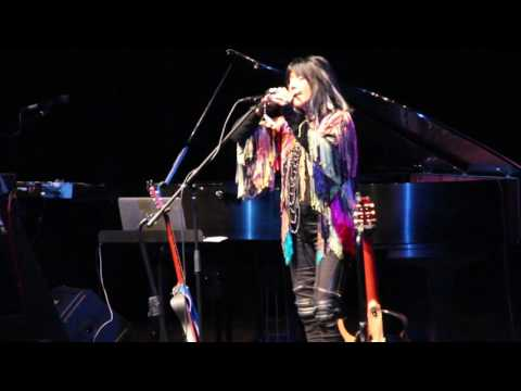Buffy SainteMarie preforming at the 2016 Algoma Fall Festival