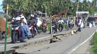 TAUFIQ   08122016   PASCA GEMPA BUMI 6,5 SR JALAN KECAMATAN ANJLOK | Taufiq transTV